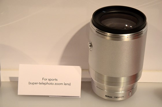 Nikon-1-native-super-telephoto-70-300