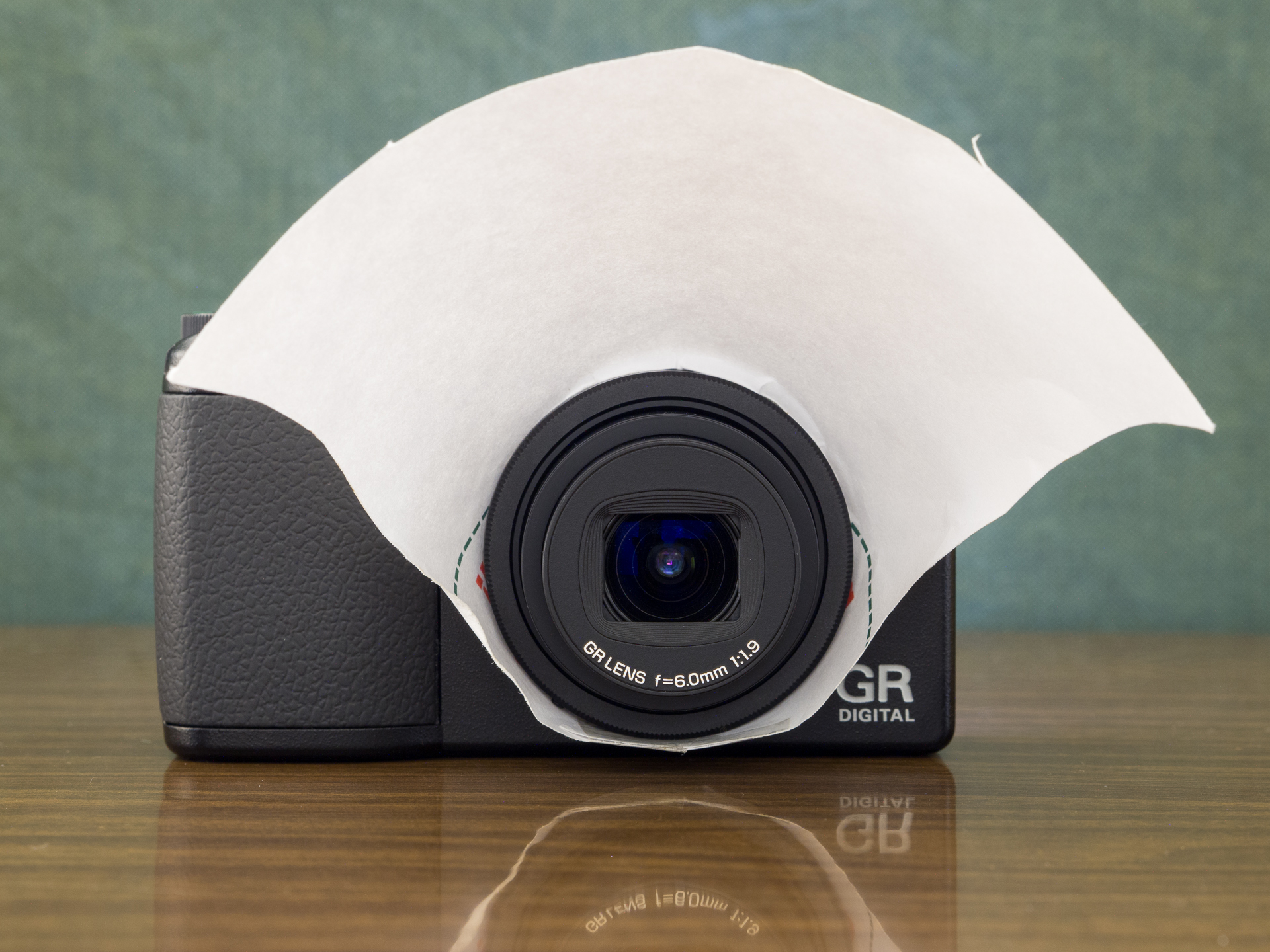 Macro with the Ricoh GRD3: this is the DIY flash diffuser I'm using